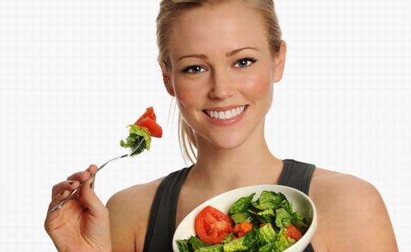 Sau mổ u xơ tử cung, chị em nên ăn nhiều rau củ quả, trái cây giàu vitamin C