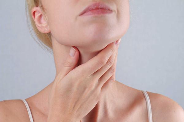 Bệnh nhân ung thư tuyến giáp nói: Tôi thấy hạch to như con đỉa bám ở cổ