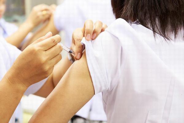 Chủ động tiêm đầy đủ 3 mũi vắc xin ngừa virus HPV có thể giảm nguy cơ mắc ung thư cổ tử cung