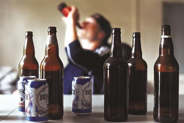 Các loại đồ uống có cồn cũng gây hại cho cơ thể nên người bệnh ung thư gan cần tránh