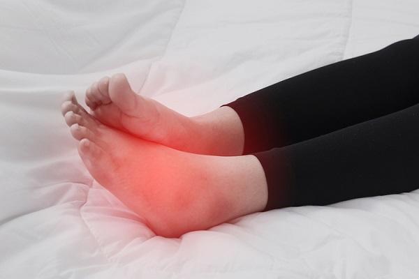 Chân sưng to bất thường cũng là dấu hiệu của bệnh ung thư bàng quang