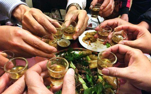 Điểm danh lý do nên hạn chế rượu bia trong dịp tết 2019