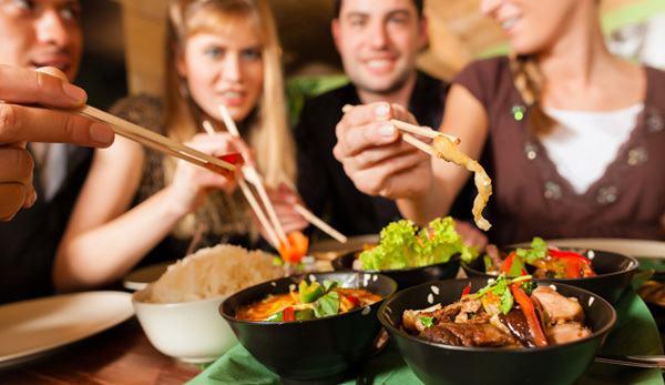 Thói quen ăn uống chung làm tăng nguy cơ nhiễm vi khuẩn HP - yếu tố làm tăng nguy cơ mắc ung thư dạ dày