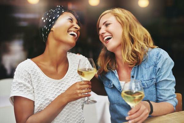 Chị em uống nhiều rượu bia cũng gây hại cho cơ thể