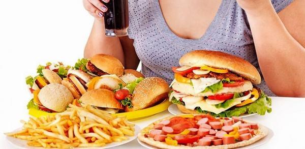 Chế độ ăn uống thiếu khoa học cũng làm tăng nguy cơ mắc ung thư đường tiêu hóa